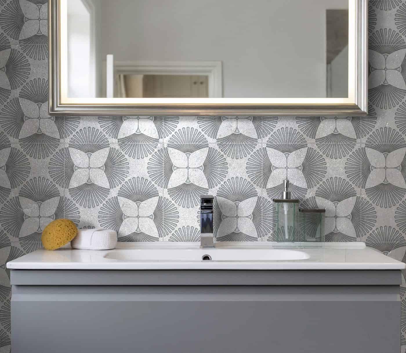 Briolette Bathroom Backsplash
