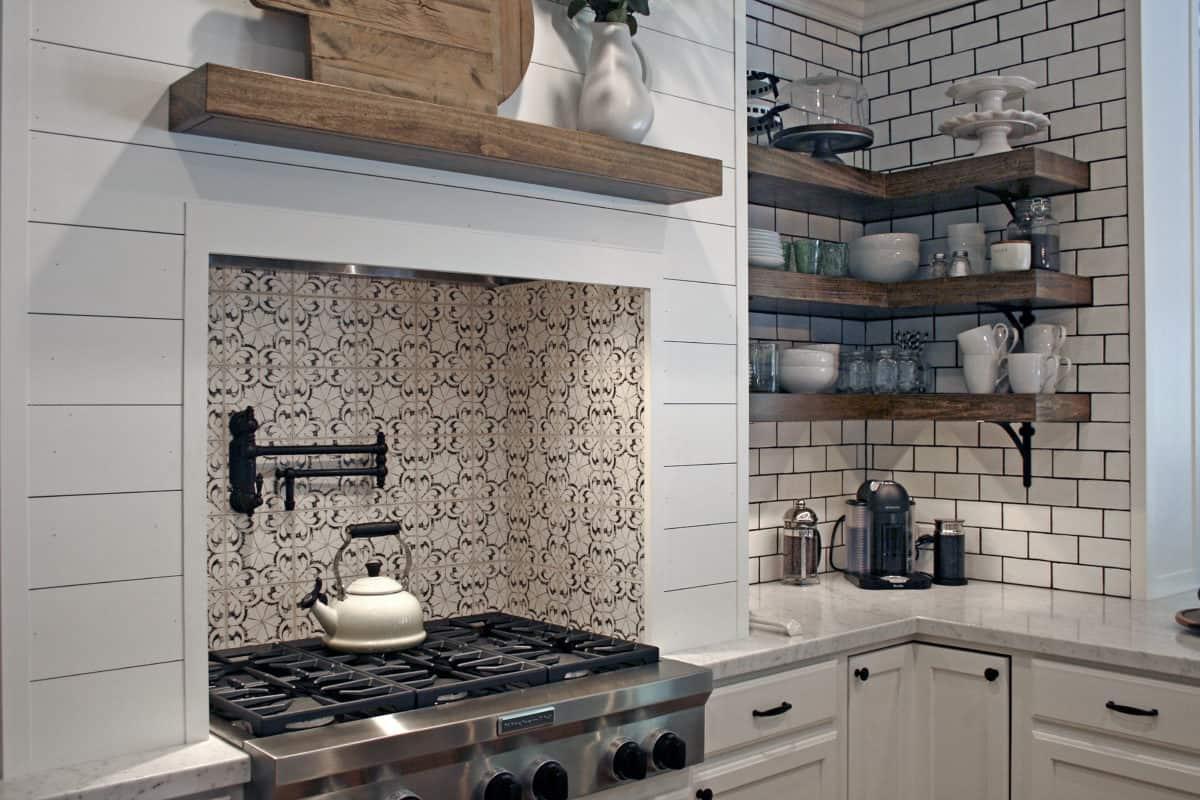 Modern Farmhouse kitchen featuring the Oasis Pattern in 6x6 Limestone