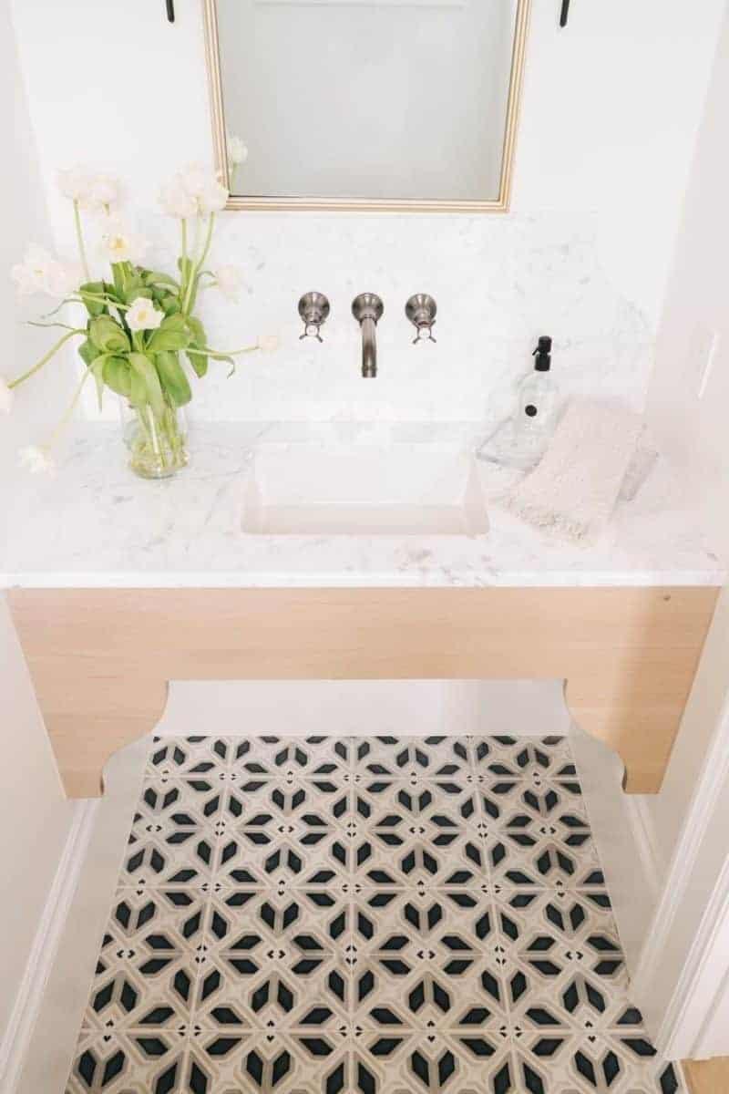 Avery Grande pattern on 12x12 carrara in powder bath